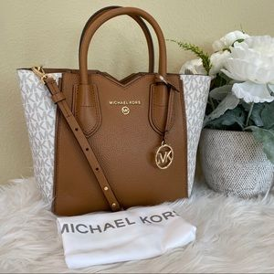 Michael Kors mae messager bag vanilla signature